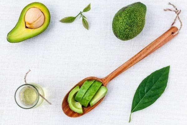Ingredients for various castor oil recipes for hair growth